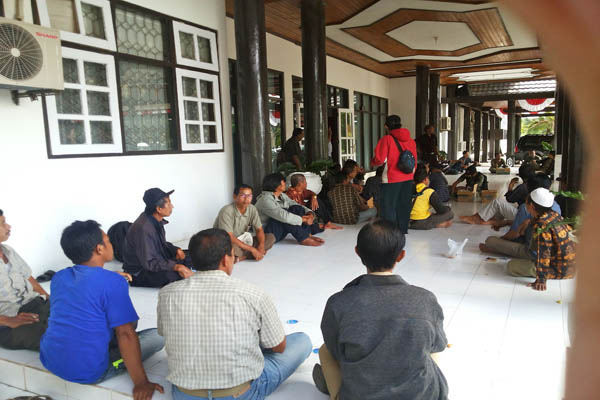 Nginap citizen protests and Mantangai in Kapuas District Office, Central Kalimantan. Photo: Indra Nugraha