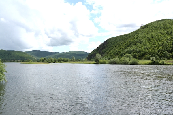 The Yalu River in the Greater Hinggan mountain range. Photo courtesy of Creative Commons Attribution-Share Alike 3.0.