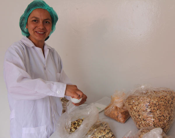 Shiwi founder Sofía Rubio packages Brazil nut chips that will be sold through organic product markets in Lima. Photo by Barbara Fraser.
