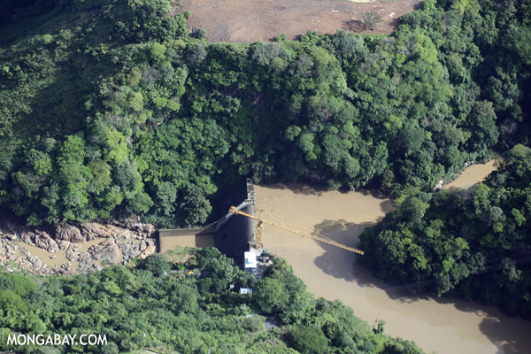 This aerial photo of a Costa Rican dam shows how such projects shatter biological connectivity, preventing migrating fish and other aquatic species from moving either upstream or down, while flooding forests. Photo credit: Rhett Butler.
