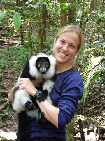 The evolution of cooperation: communal nests are best for ruffed lemurs