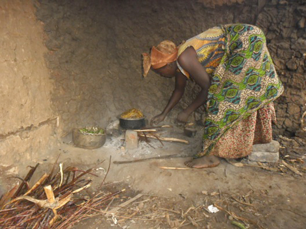 An example of a typical home cooking fire in Uganda. Photo courtesy of Kasiisi Project / Camp Uganda.