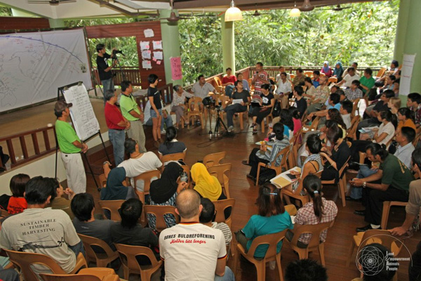 Convening and facilitating the Southeast Asia Renewable Energy Peoples Assembly with 130 people/80 organizations/11 countries.