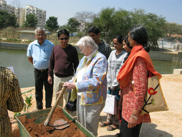 Nobel Laureate Elinor Ostrom - renowned for her work on communities and conservation - planting a tree at one of the community managed lakes in Bangalore. Photo credit: Harini Nagendra.