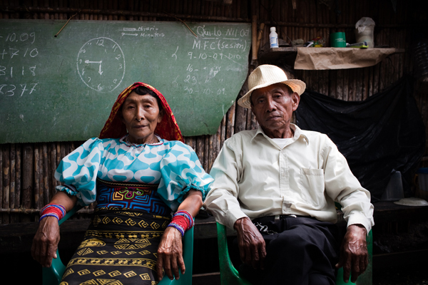 Ustupu Island's chief saila, or cultural leader, Leodomiro Paredes (with his wife, Imelda) played an integral role in the Kuna's deliberations about the UN-backed REDD+ climate change mitigation plan. After five years of discussion, the Kuna roundly rejected the plan in June. Photo by Roberto (Bear) Guerra.