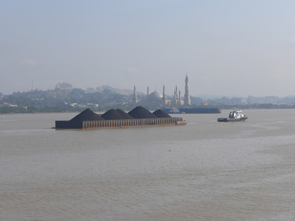A coal barge passes the Masjid Islamic Center in Samarinda, East Kalimantan. Photo: David Fogarty