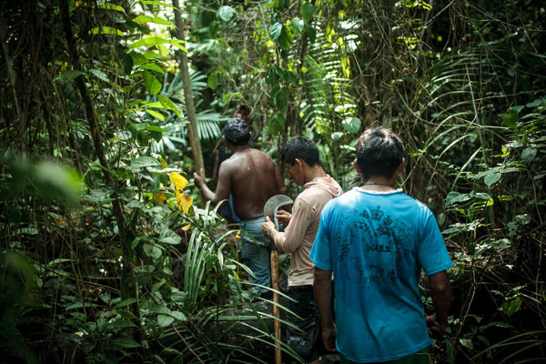 Natives and river-dwelling people joined forces in the battle to defend the territory. Photo: Marcio Isensee e Sá