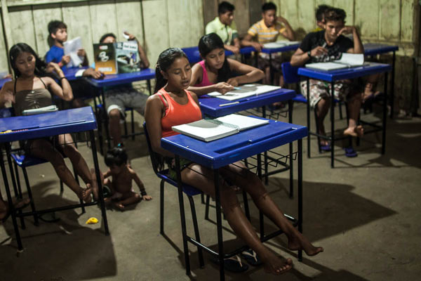 In the village, children and young people attend classes regularly. Photo: Marcio Isensee e Sá