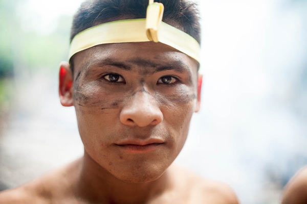 After working in the woodland, the Munduruku warriors get together to sing traditional songs of celebration. Photo: Marcio Isensee e Sá