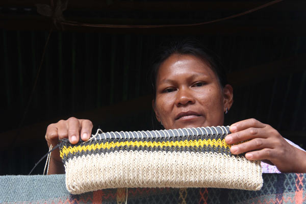 Woman weaves bag from palm fiber in the Bora community of Pucaurquillo, Peru, on the Ampiyacu River Photo by Barbara Fraser