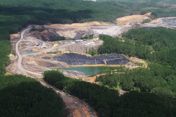 Damage from coal mining in East Kalimantan. Photo: Hendar.