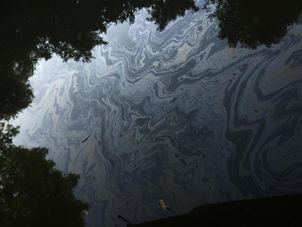 Oil film on the water. Photo by: Arati Kumar-Rao.