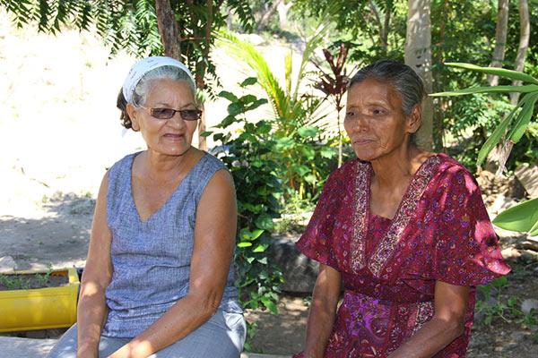 Nilia Zumilda Duarte Sandoval, retired school teacher and AJASSPIB treasurer (left), with Pico Bonito community member. Photo credit: Pat Goudvis.