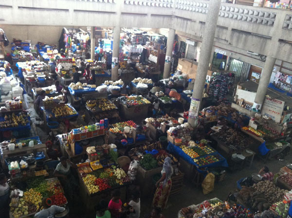 Reducing post-harvest losses would mean higher incomes for farmers and market traders, like these in Abidjan, Côte d'Ivoire. Photo credit: Margaret Egbula