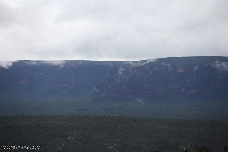 Rocky cliffs at Chapada [brazil_0024]