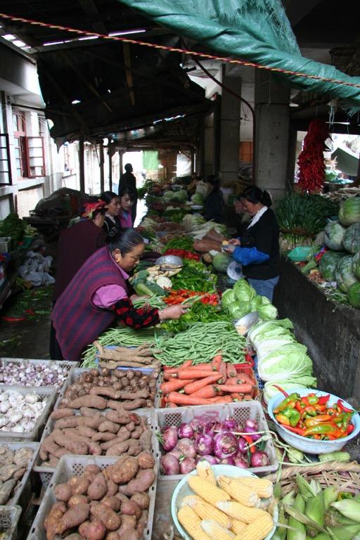 Vegetable market in Deqin