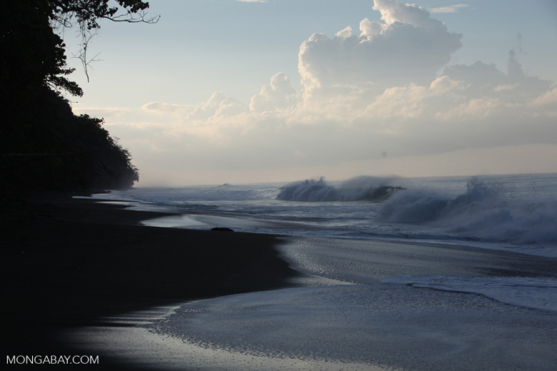 Breaking surf on a beach on the Osa Peninsula [costa-rica_1445]