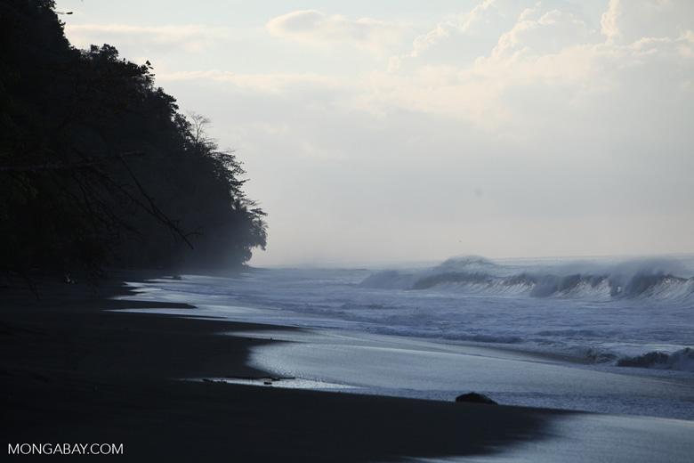 Breaking surf on a beach on the Osa Peninsula [costa-rica_1449]