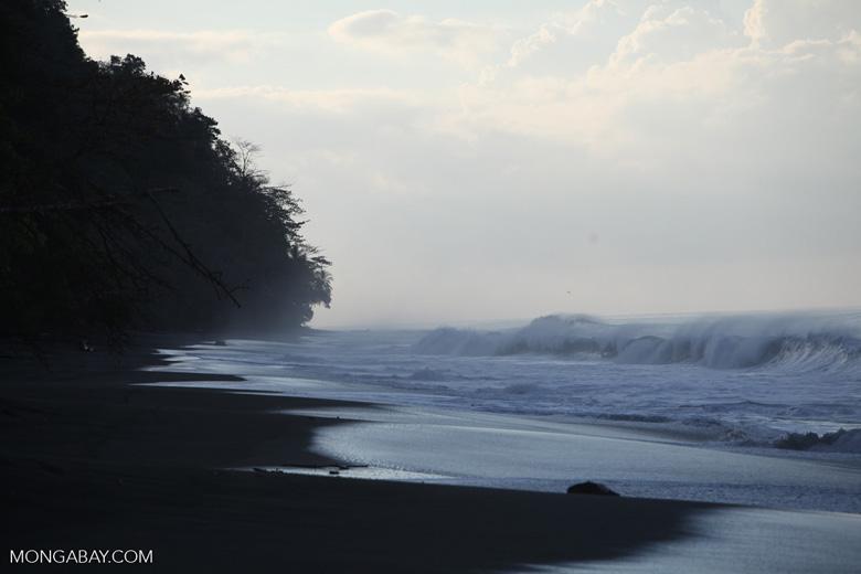 Breaking surf on a beach on the Osa Peninsula [costa-rica_1450]