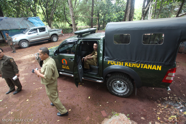 Forest rangers in South Kalimantan [kalsel_0257]