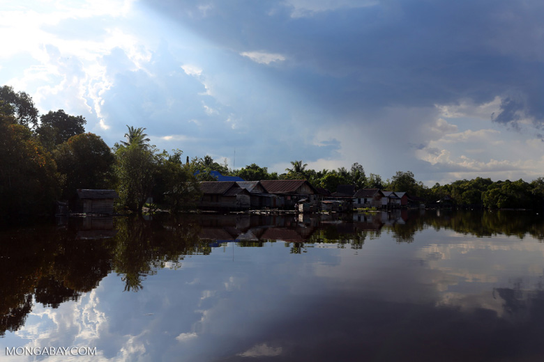 Village along the Rungan River