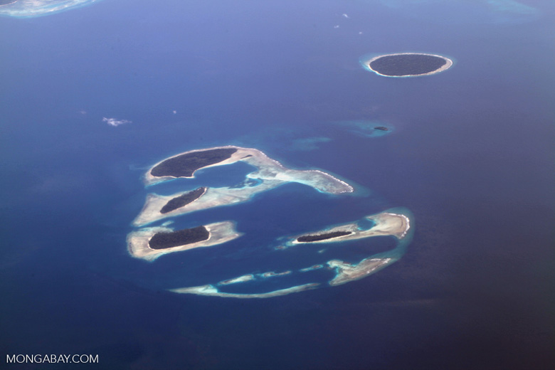 Islands and reefs off the northern coast of New Guinea