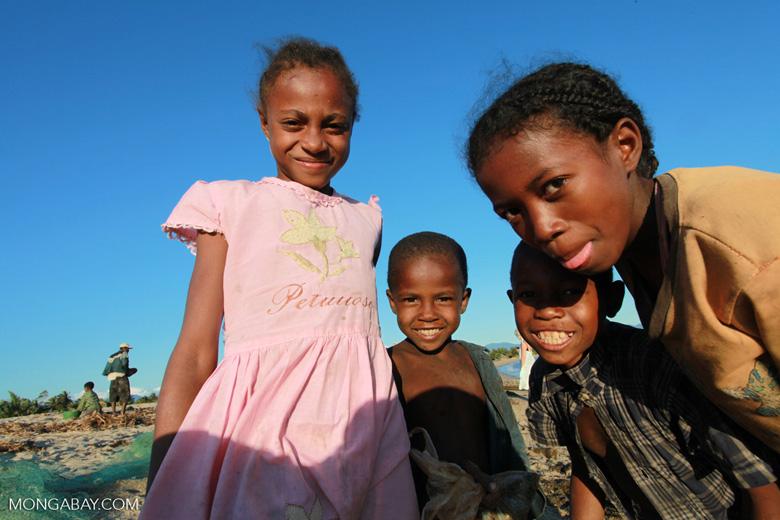 Kids in Maroantsetra [madagascar_1813]