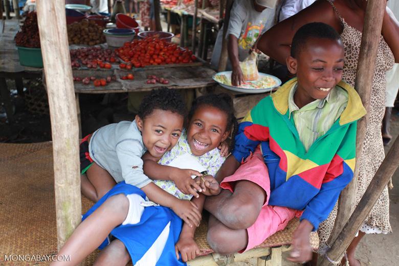 Children in Maroantsetra [madagascar_2104]