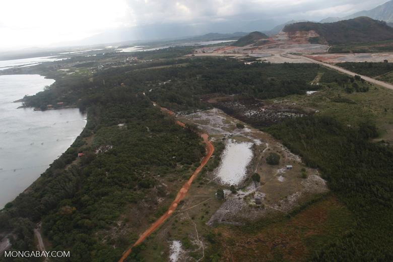 Mining near Ft. Dauphin [madagascar_3153]