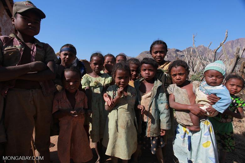 Kids in a Tsaranoro Valley village [madagascar_5999]