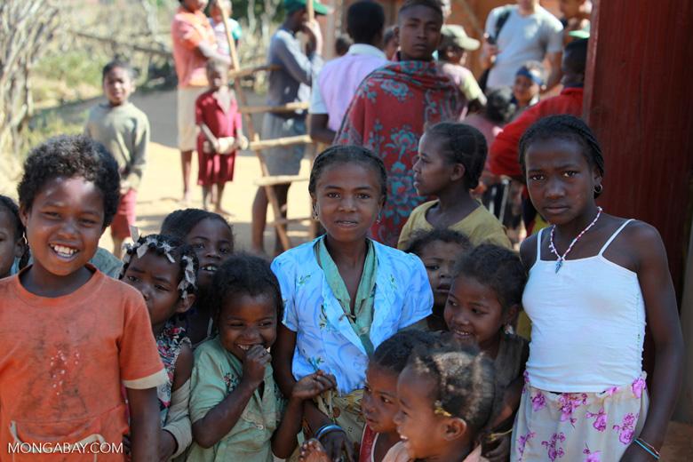 Kids in a Tsaranoro Valley village [madagascar_6017]
