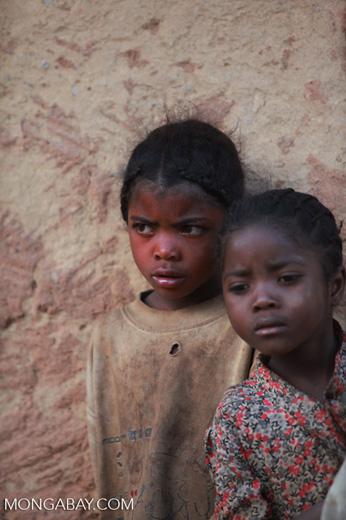 Kids in an Antanifotsy Valley village [madagascar_6144]