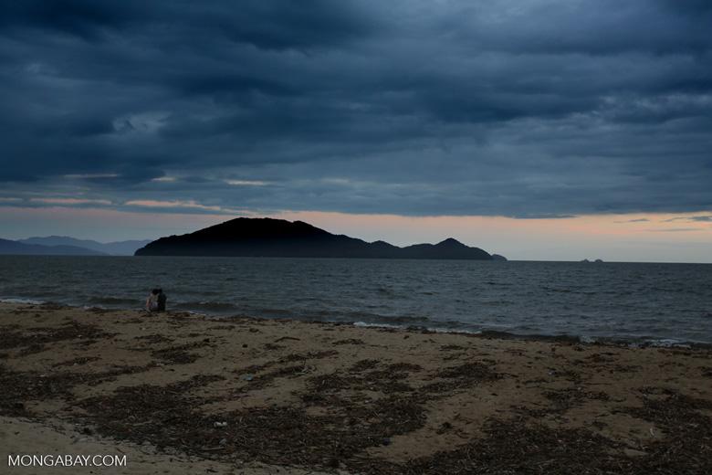 Sunrise over Nosy Mangabe [madagascar_maroantsetra_0245]