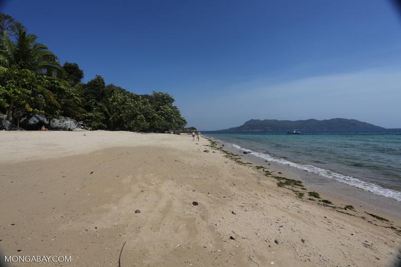 Nosy Komba beach [madagascar_nosy_komba_0003]