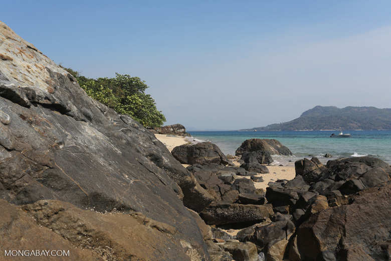 Nosy Komba beach [madagascar_nosy_komba_0005]