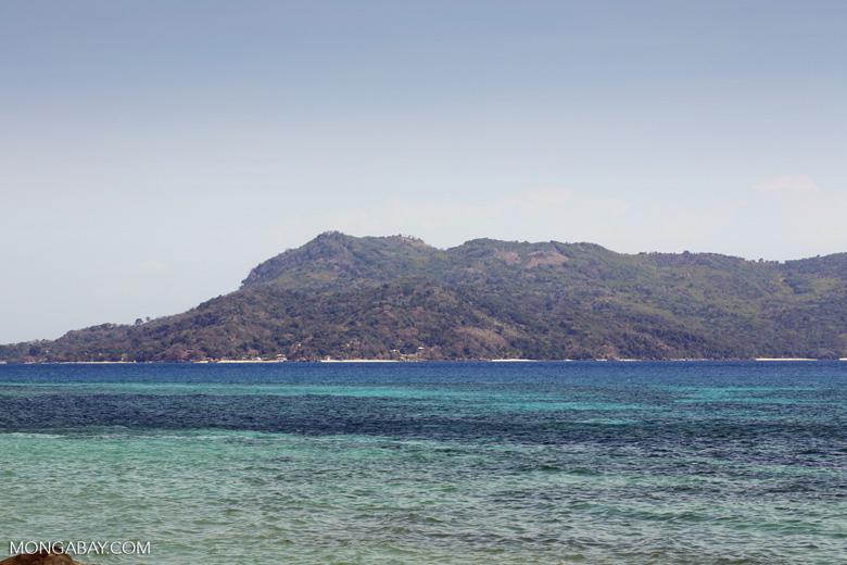 Nosy Komba beach [madagascar_nosy_komba_0025]