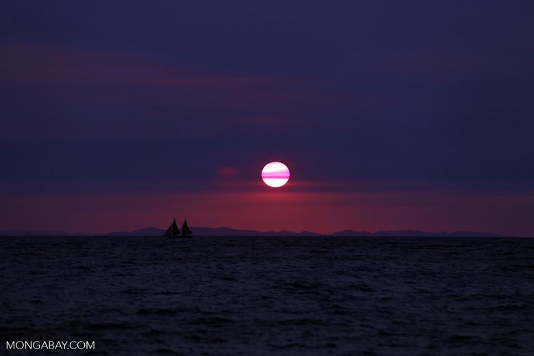 Sunset off Nosy Komba [madagascar_nosy_komba_0126]