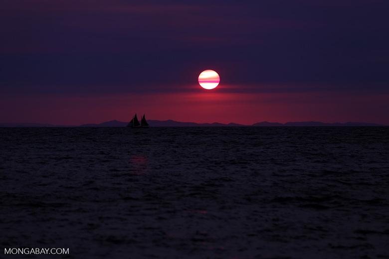 Sunset off Nosy Komba [madagascar_nosy_komba_0127]