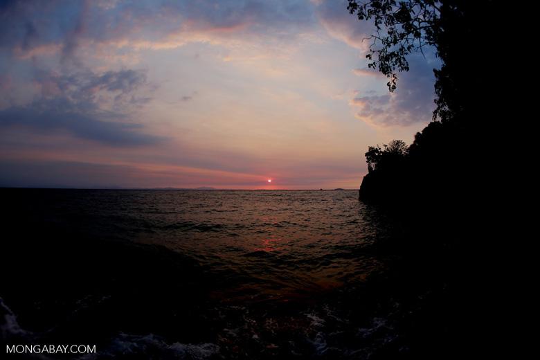 Sunset off Nosy Komba [madagascar_nosy_komba_0133]