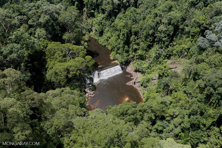 Waterfall in Imbak Canyon -- sabah_aerial_1925