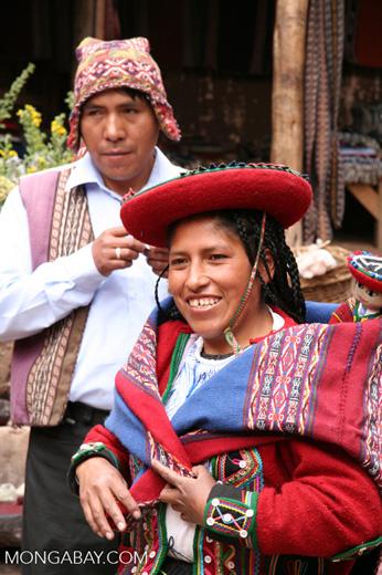 Quencha woman wearing traditional clothing in Chinchero market