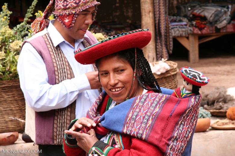 Quencha woman in Chinchero market