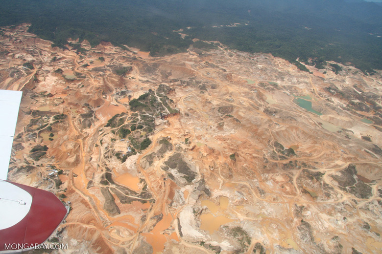 Mining operations at Rio Huaypetue gold mine [aerial-rainforest-Flight_1022_1525]