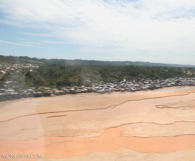 Miners' shantytown next to Rio Huaypetue gold mine [aerial-rainforest-Flight_1022_1577]