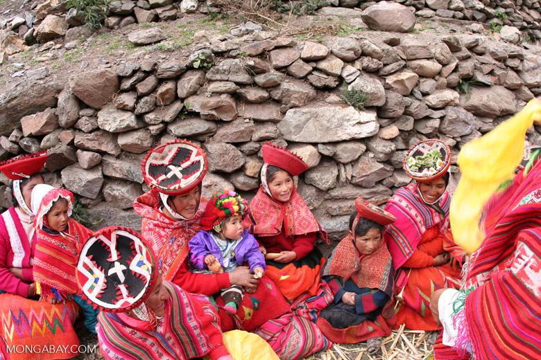 Willoq community members; women and children