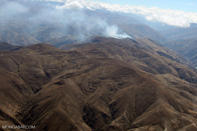 Agricultural fire in the high Andes [peru_aerial_1748]
