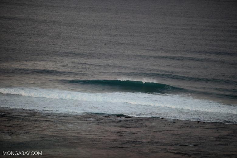 Breaking wave