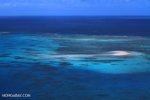 Great Barrier Reef off Australia [australia_great_barrier_reef_0395]