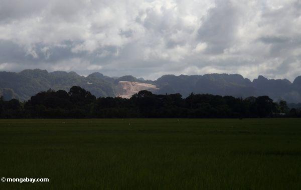 Large marble mine in Sulawesi (Sulawesi - Celebes)