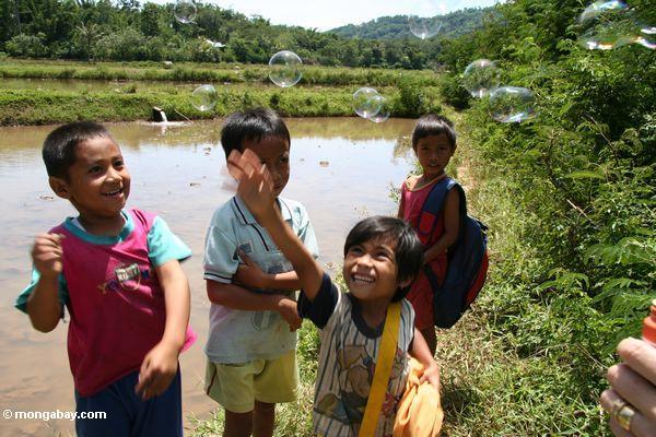 Kids playing with bubbles (Toraja Land (Torajaland), Sulawesi)